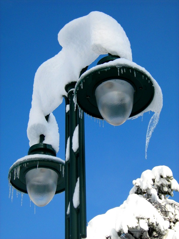 Lamps and snow