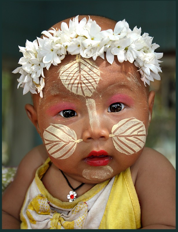 Painted faces of Burmese Children ...